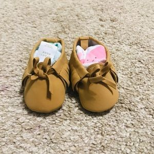 New Old Navy 0-3 tan moccasins